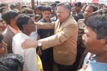 Raman singh(PM) talking with general public